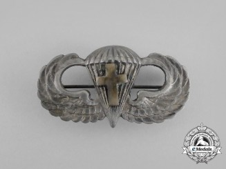A Second War American Chaplain's Basic Parachutist Badge