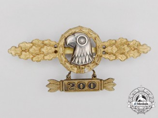 A Gold Grade Luftwaffe Reconnaissance Flyer Clasp with 200 Flights Hanger