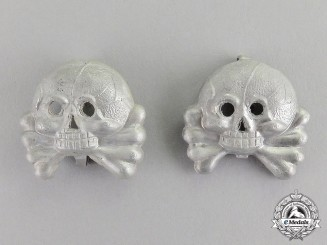 Germany. A Pair Wehrmacht Heer (Army) Panzer Collar Tab Skulls