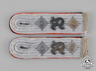 Germany. A Set of Waffen-SS Artillery Observer Bataillon Hauptsturmführer Shoulder Boards