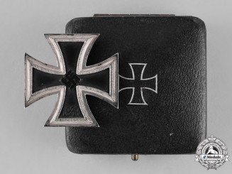 Germany, Wehrmacht. A Cased Iron Cross 1939 First Class, by Rudolf Wächtler & Lange