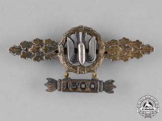 "Germany, Luftwaffe. A Squadron Clasp for Bomber Pilots, Gold Grade, with ""1500"" Hanger"