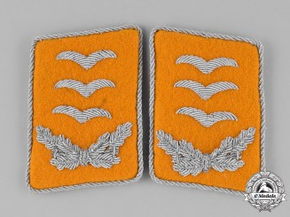 Germany, Luftwaffe. A Set of Hauptmann Rank Flyer's Collar Tabs
