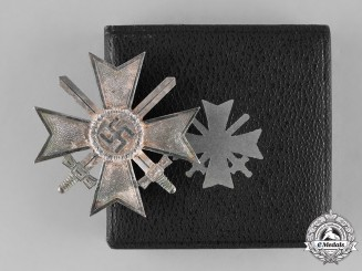 Germany, Wehrmacht. A Cased War Merit Cross, First Class with Swords by Deschler & Sohn
