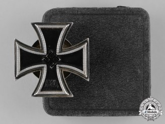 Germany, Wehrmacht. A 1939 Iron Cross First Class by C.F. Zimmermann, with Case