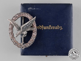 Germany, Luftwaffe. An Air Gunner Badge by Wilhelm Deumer, with Case