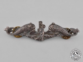 United States. A Submarine Warfare Enlisted Man's Qualification Badge
