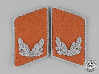 Germany, Wehrmacht. A Pair of Sonderfuhrer Signal Troops Collar Tabs