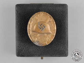 Germany, Wehrmacht. A Gold Grade Wound Badge, with Case, by B.H. Mayer