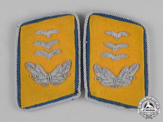 Germany, Luftwaffe. A Set of Rare Flight Reserve Hauptmann Collar Tabs
