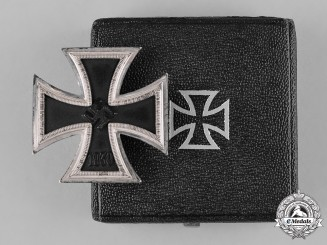 Germany, Wehrmacht. A 1939 Iron Cross, I Class with Case, by Steinhauer & Lück
