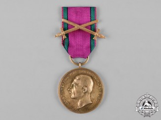 Saxe-Altenburg, Duchy. A House Order Merit Medal, Gold Grade, with Swords, c.1914