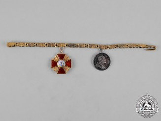 Russia, Imperial. A Miniature Gold St.Anne Medal Chain, c.1900