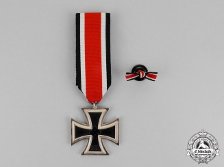 Germany. An Iron Cross 1939 Second Class and Matching Boutonniere