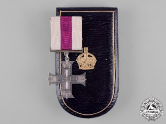 United Kingdom. A GVI Military Cross with Case