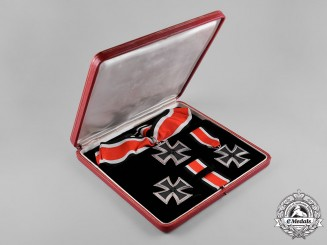 Germany, Wehrmacht. A Knight's Cross of the Iron Cross with Presentation Case, by Gebrüder Godet