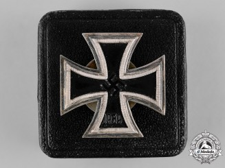 Germany, Wehrmacht. A 1939 Iron Cross, I Class, with Case, by Alois Rettenmaier