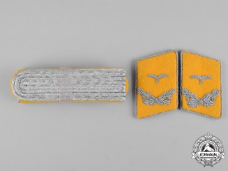 Germany, Luftwaffe. A Pair of Flight Lieutenant Rank Shoulder Boards and Collar Tabs