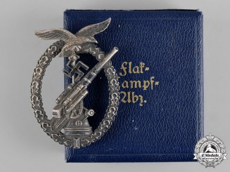 Germany, Luftwaffe. A Flak Badge with Case of Issue