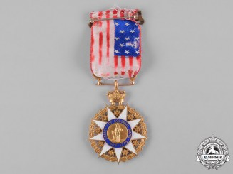 United States. A Society of Colonial Wars Membership Badge in Gold