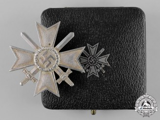 Germany, Wehrmacht. A Cased War Merit Cross, I Class with Swords, by Deschler & Sohn