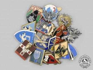 France, V  Republic. Lot of Sixteen Regimental Badges