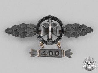 Germany, Luftwaffe. A Short-Range Night Fighter Squadron Clasp, Gold Grade with 400 Hanger