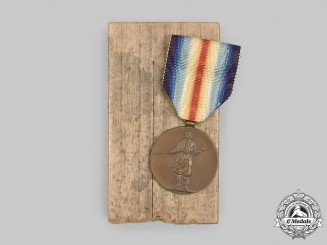 Japan, Empire. A First War Victory Medal with Case