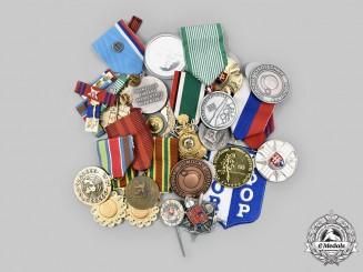 Czechoslovakia, Socialist Republic; Slovakia, Republic; Saudi Arabia, Kingdom; United Nations. A Lot of Twenty Medals and Badges