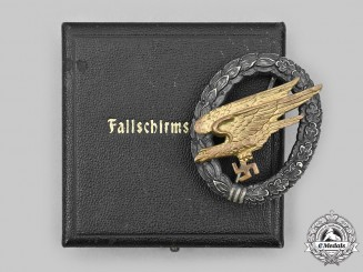 Germany, Luftwaffe. A Fallschirmjäger Badge, with Case, by Wilhelm Deumer