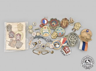 Czechoslovakia, Socialist Republic; Slovakia, Republic; United States. A Lot of Forty-Five Items