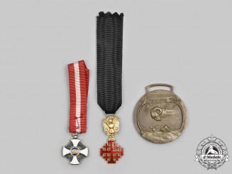 Italy, Kingdom. A Lot of Three Medals & Awards