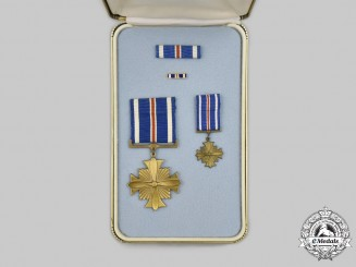 United States. A Distinguished Flying Cross, Cased