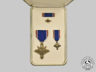 United States. An Army Distinguished Service Cross, Cased
