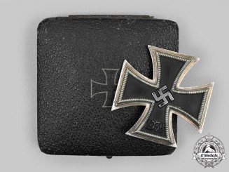 Germany, Wehrmacht. A 1939 Iron Cross I Class, with Case, Cased, unmarked