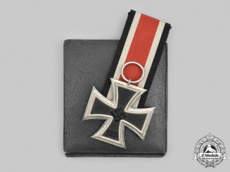 Germany, Wehrmacht. A 1939 Iron Cross, with LDO Case, by Wilhelm Deumer