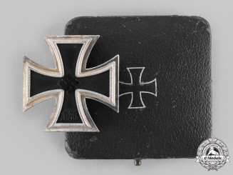Germany, Wehrmacht. A 1939 Iron Cross I Class, with Case, by Wächtler & Lange