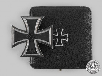 Germany, Wehrmacht. A 1939 Iron Cross I Class, with Case, by Klein & Quenzer