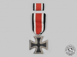 Germany, Wehrmacht. A 1939 Iron Cross II Class, with Ribbon Bar, by Franke & Co.