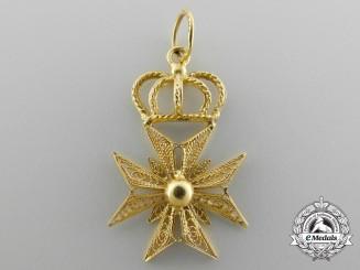 A Fine Filigree Maltese Cross Pendant in Gold