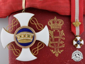An Italian Order of the Crown; Commander's Cross with Miniature