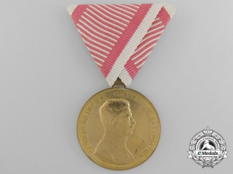 A First War Austrian Golden Bravery Medal; Official Issue