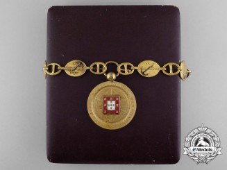 A Portuguese Lisbon Geographic Society Member's Collar with Case