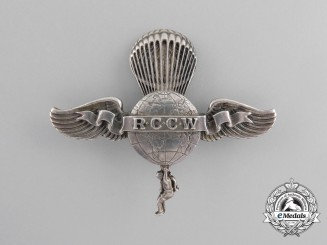 A Second War American Rip Cord Club of the World Badge