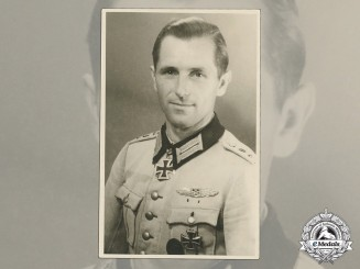 A Wartime Photo of Senior Lieutenant Hermann Wonde with KC