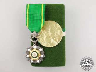A Saudi Arabian Order of Abdul Aziz; Knight with Case