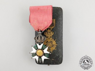 A Cased French Legion D'Honneur, (1852-1870) Second Empire Knight