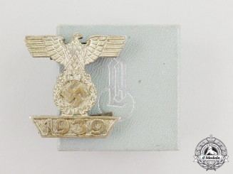 Germany. A Clasp to the Iron Cross 1939, II Class, Type I in its LDO Box of Issue