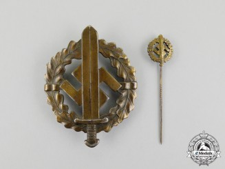 A Bronze Grade SA Sports Badge with its Matching Stick Pin
