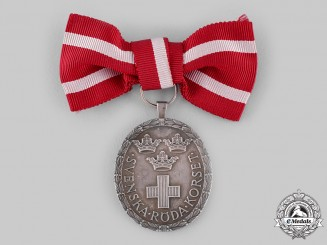 Sweden, Kingdom. A Red Cross Medal for Ladies 1968
